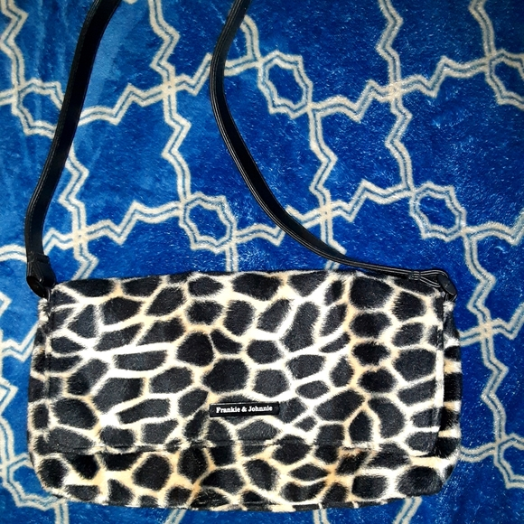 🦋 5/$25 Frankie & Johnnie animal print purse
